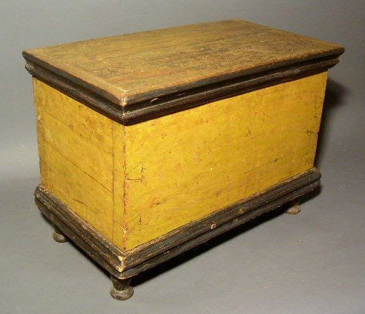 261:  Miniature pine blanket chest, c.1820, with