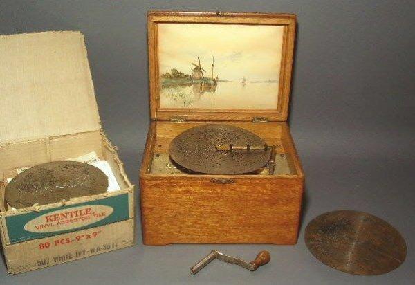 "263:  Oak cased Regina music box, early 20thc., 8""h.x9"