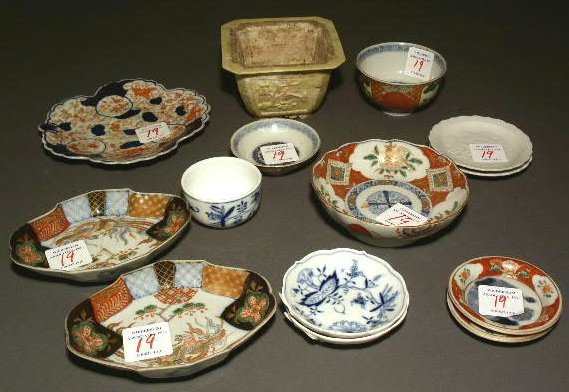 19: Meissen Blue Onion bowl, 2 shallow examples, Imari