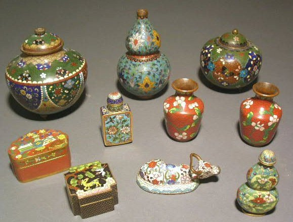 32: Group of Chinese cloisonné table articles.
