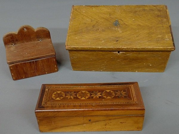 10: Sugar box, early 19th c., with mustard colored gr