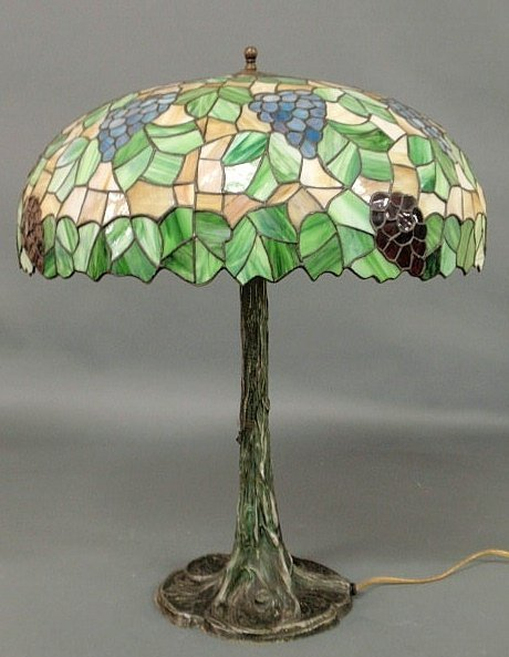 23: Tiffany style lamp with a leaded and colored glas