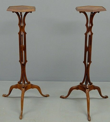 32: Pair of mahogany plant stands, 20th c., with octag