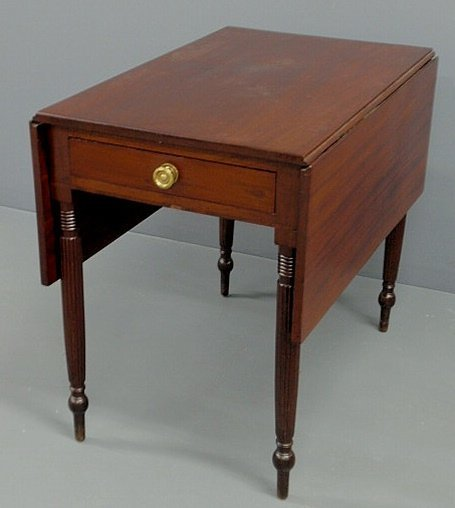 241: Sheraton mahogany Pembroke table, c.1820, with dro