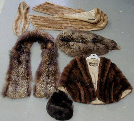 252: Group of ladies fur accessories- dark mink stole,