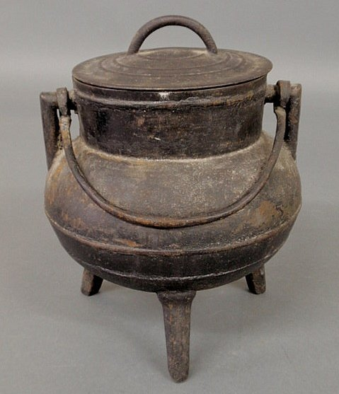 21: Diminutive cast iron cauldron with cover, 19th c.,