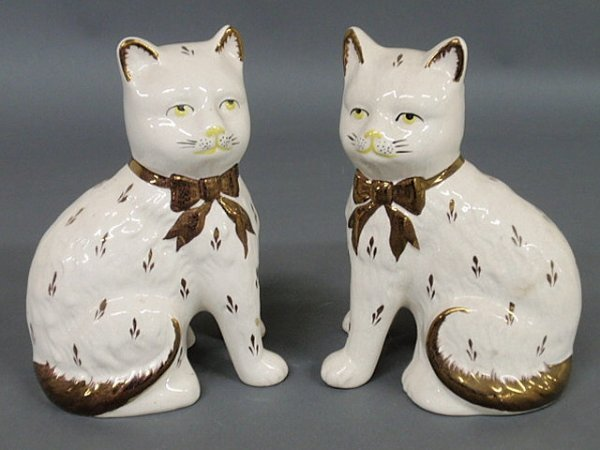 26: Pair of Staffordshire seated cats, late 19th c. 8