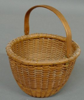 17: Delicate woven Nantucket Lightship basket, 20th c.