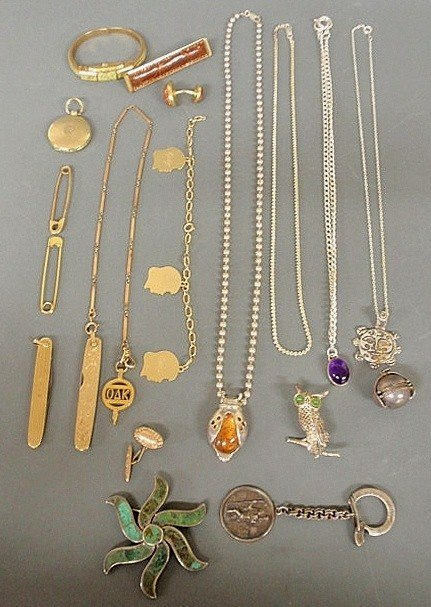95: Group of jewelry and accessories to include a 14k