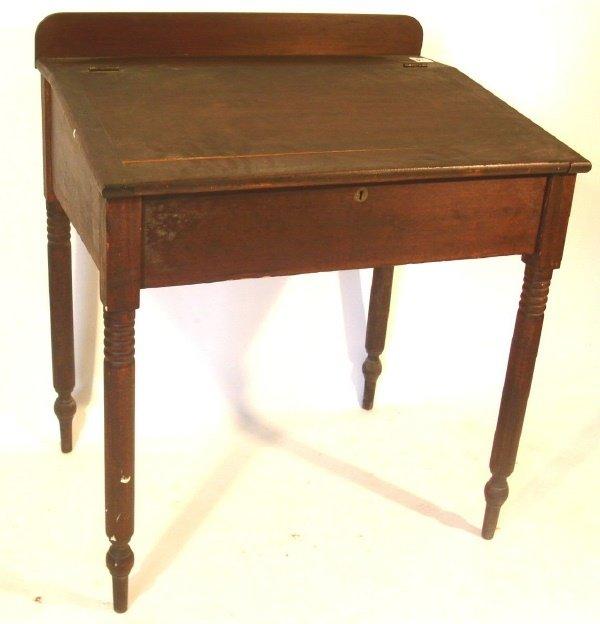 62: Country Sheraton pine schoolmaster's desk.