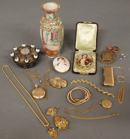 220: Group of Victorian jewelry and accessories, a rou