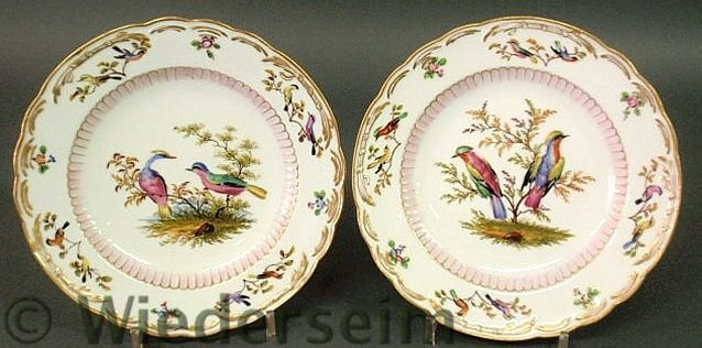 23: Fine pair of colorful Meissen bird plates with gi
