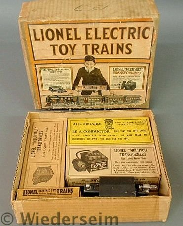 320: Lionel train set in the original box, O gauge Out