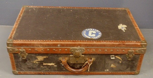 Louis Vuitton suitcase, ser. #7965118, with tray insert