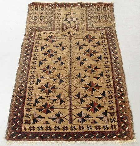 Oriental prayer carpet with geometric medallion. 3'x5'