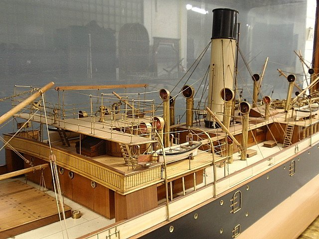 Massive finely detailed wood and brass builder's model - 6