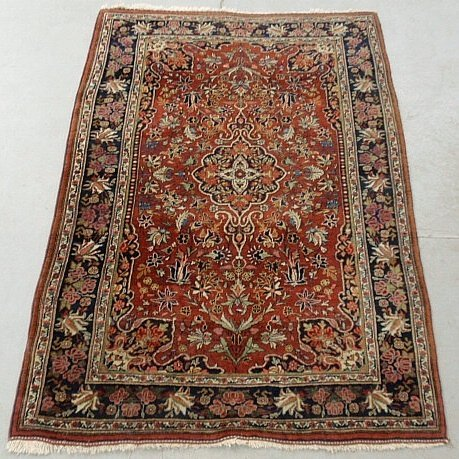 Sarouk oriental mat with a red field and overall floral