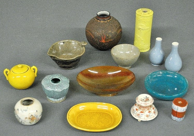 Fourteen pieces of Asian tableware, 18th/19th c., to