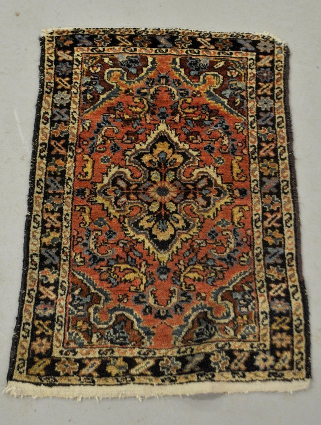 Hamadan oriental throw mat with red field and overall