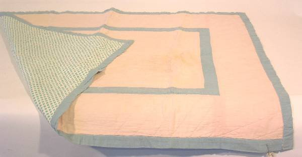 46: Appliqué youth quilt, pink and blue
