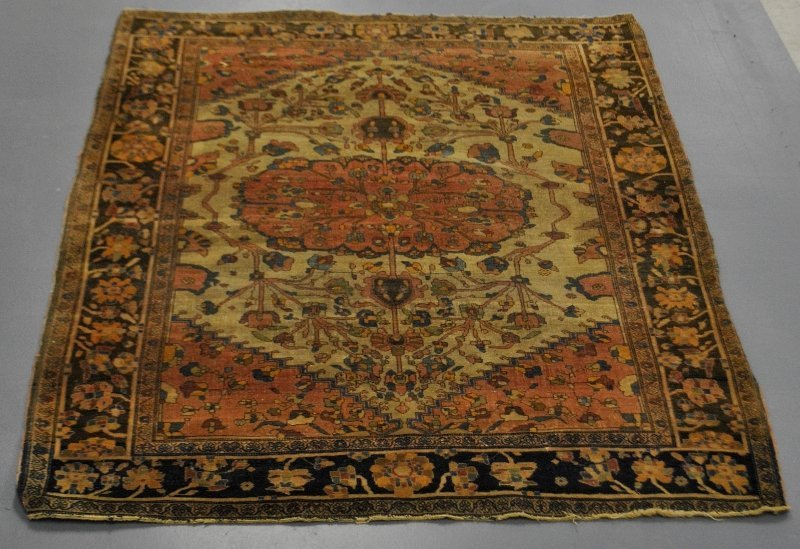 Sarouk oriental mat with floral patterns, late 19th c.