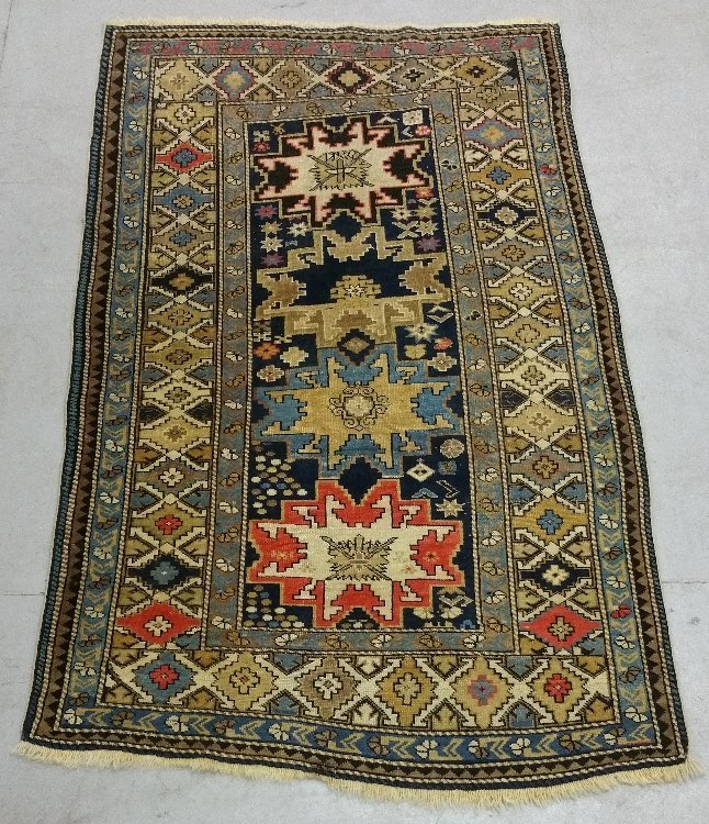 Shirvan center hall mat with overall geometric