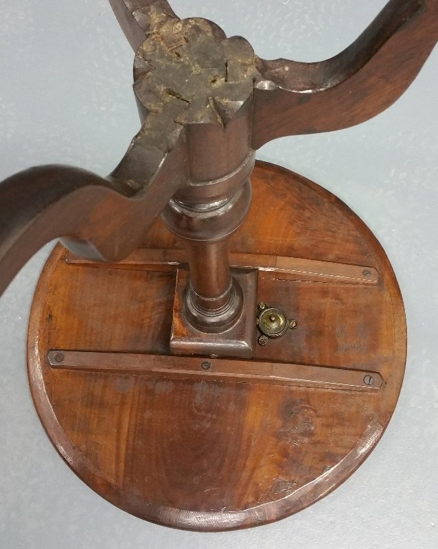 Pennsylvania Queen Anne mahogany candlestand with - 2