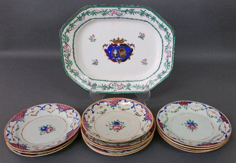 Chinese porcelain Armorial platter, circa 1800, eleven
