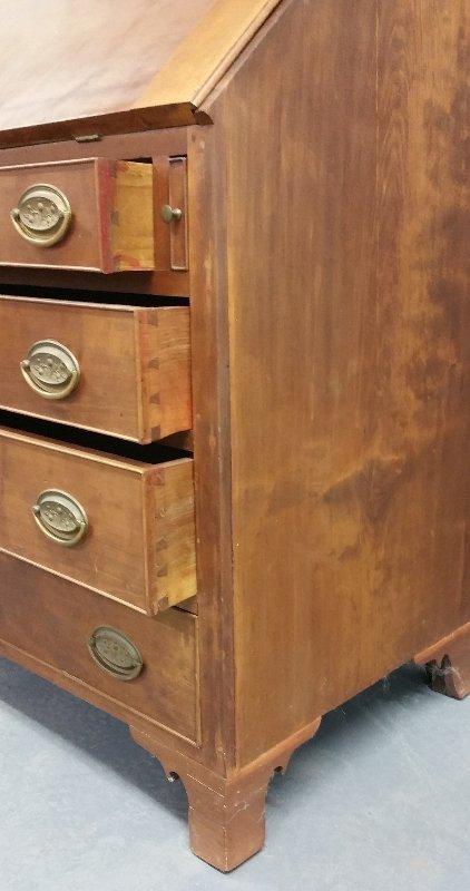 206.Hepplewhite cherry slant lid desk with maple - 2