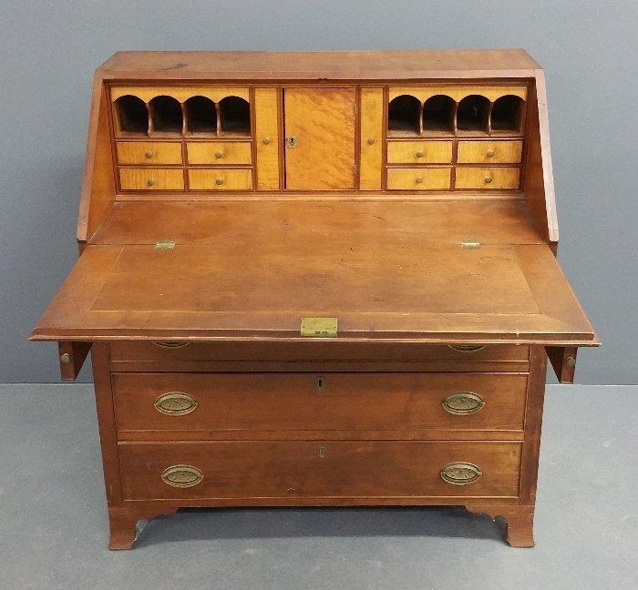 206.Hepplewhite cherry slant lid desk with maple - 3