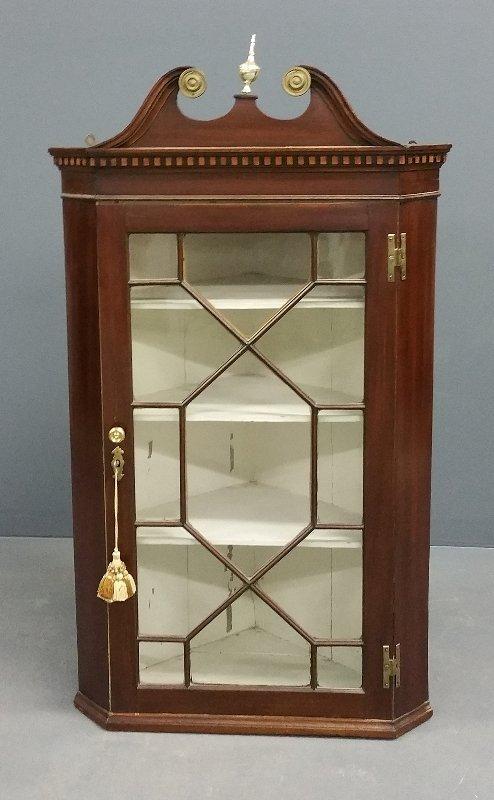 English mahogany hanging corner cabinet, 19th century.