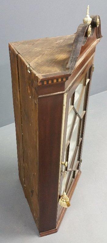 English mahogany hanging corner cabinet, 19th century. - 2