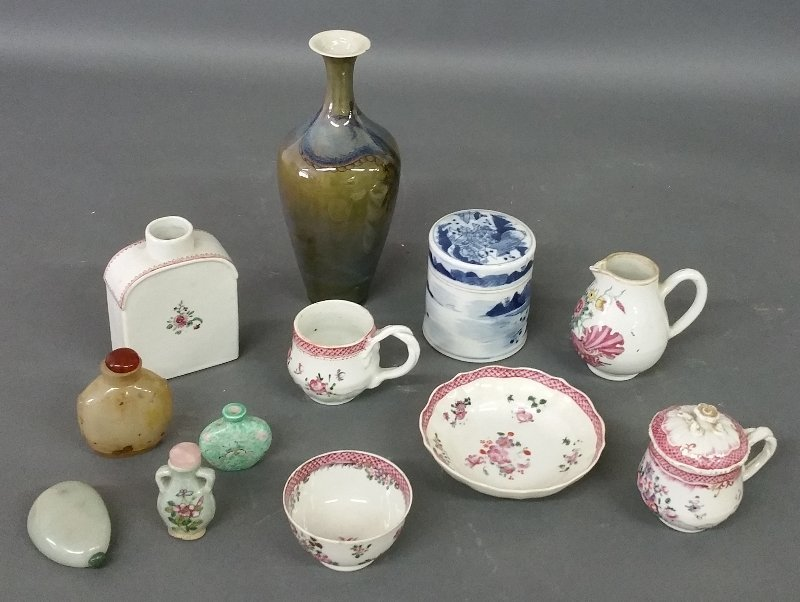 Seven pieces of Chinese porcelain tableware to include