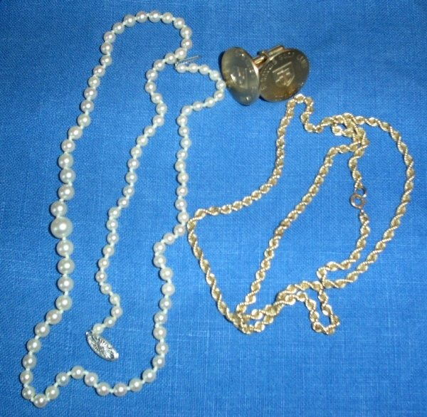"""27: Bag lot of jewelry- 14k gold chain, 20"""" cultured pe"""