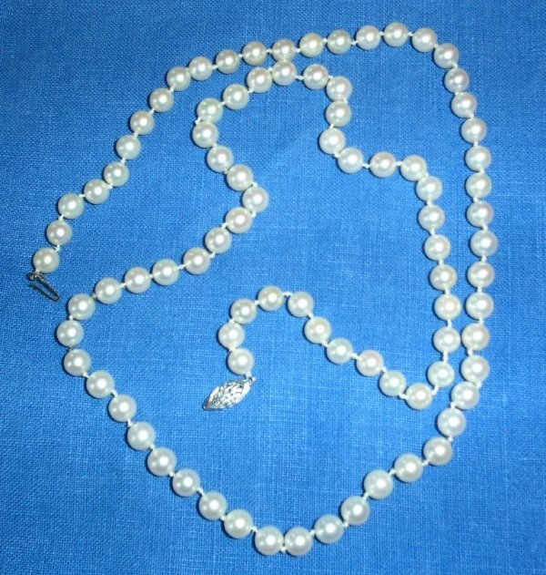 """29: Strand of pearls, 30"""", 14k white gold clasp, 7-7.5"""