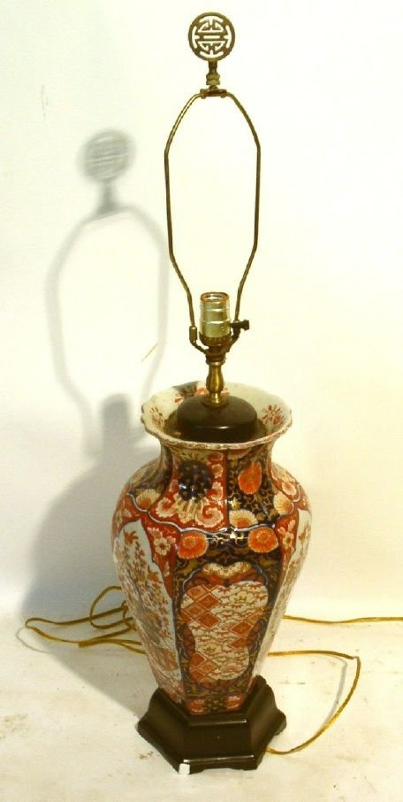 """36: Large Imari table lamp. 18.75""""h."""