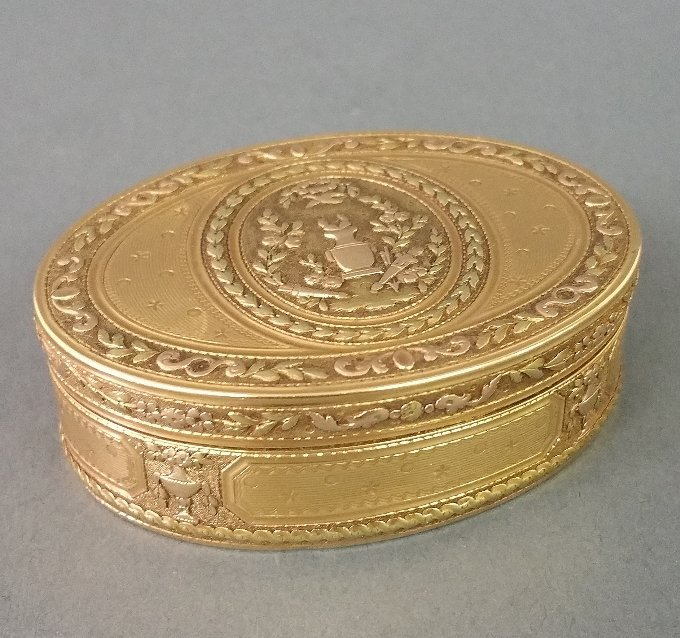 French gold oval snuff box with chased urn and bird