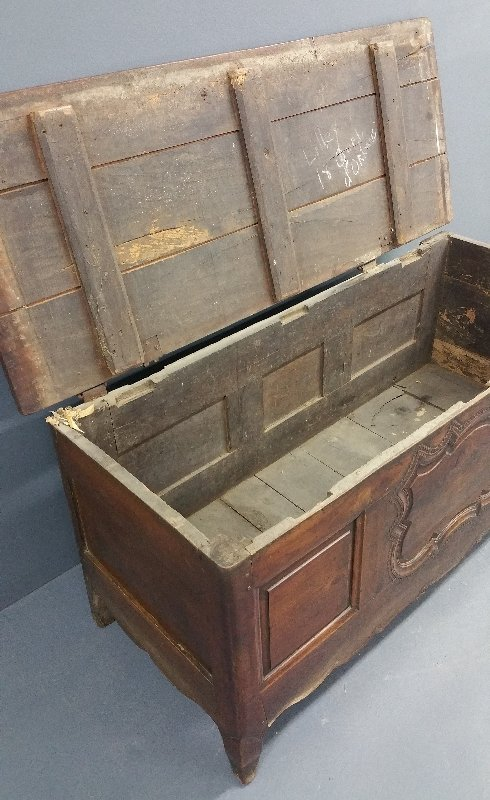 Large French walnut blanket chest, circa 1780, with - 2