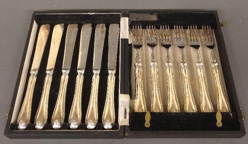 Mappin & Webb cased fish service for six. Each piece