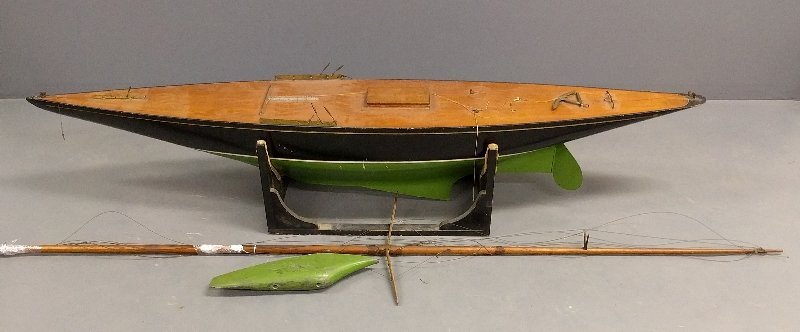 Massive racing sloop pond sailor with mahogany deck and