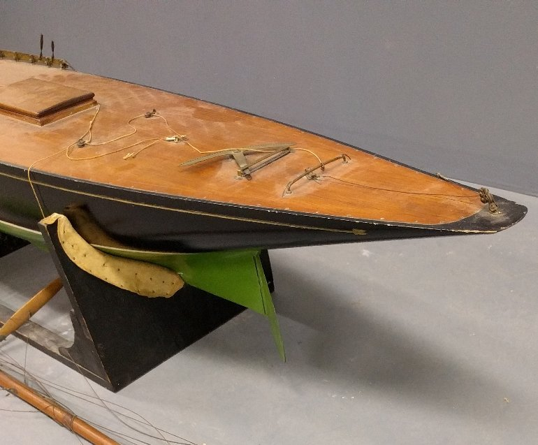 Massive racing sloop pond sailor with mahogany deck and - 2