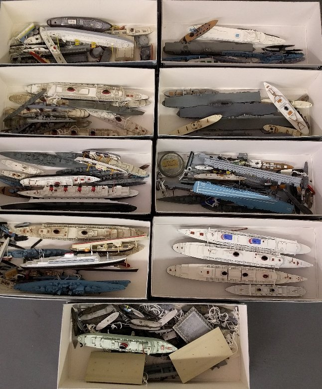 Large grouping of US Navy recognition ship models mixed