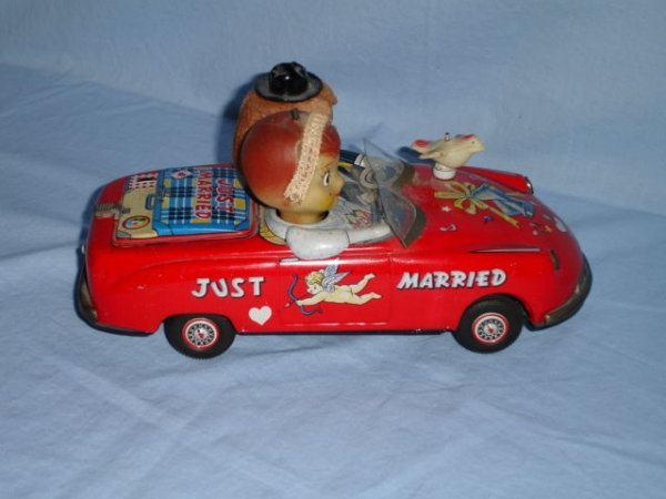 """5: Vintage """"Just Married"""" battery-operated car"""