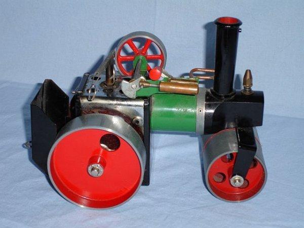 24: Mamod steam roller, England