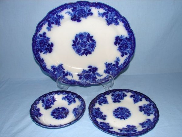 8: 3 pieces of Waldorf flow blue