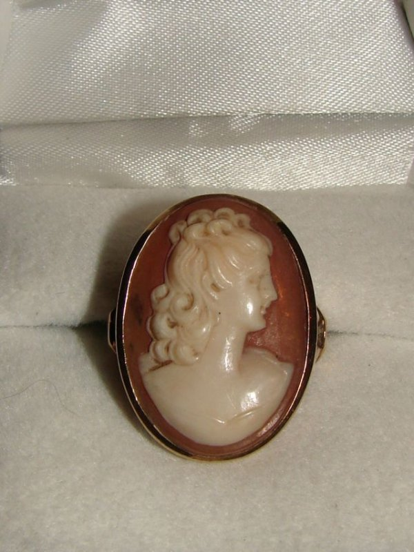19: Cameo ring