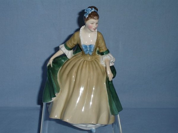 22: Royal Doulton Elegance, HN 2264