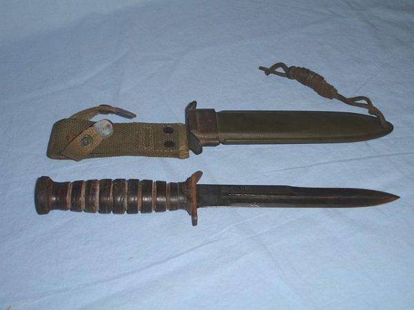 9: WW2 Case US M3 Trench Knife W Scabbard