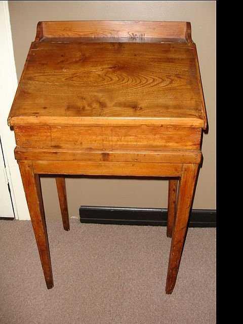 - 39: Antique Stand Up Desk