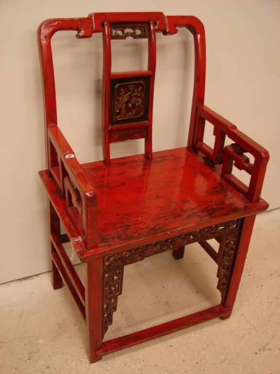 19: Lacquer-painted antique Oriental chair
